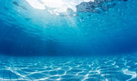 Installateur de carrelage dans une piscine en béton Clermont-Ferrand